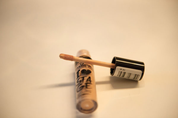 Essence-eyeshadow-primer-3