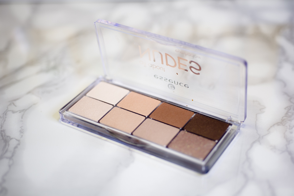 All About Nudes Palette van Essence
